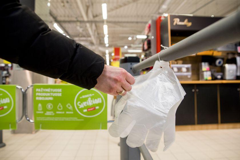 """""""Rimi"""" parduotuvėse – stiklo sienelės ir kiti saugią apsipirkimo praktiką diegti padėsiantys sprendimai"""