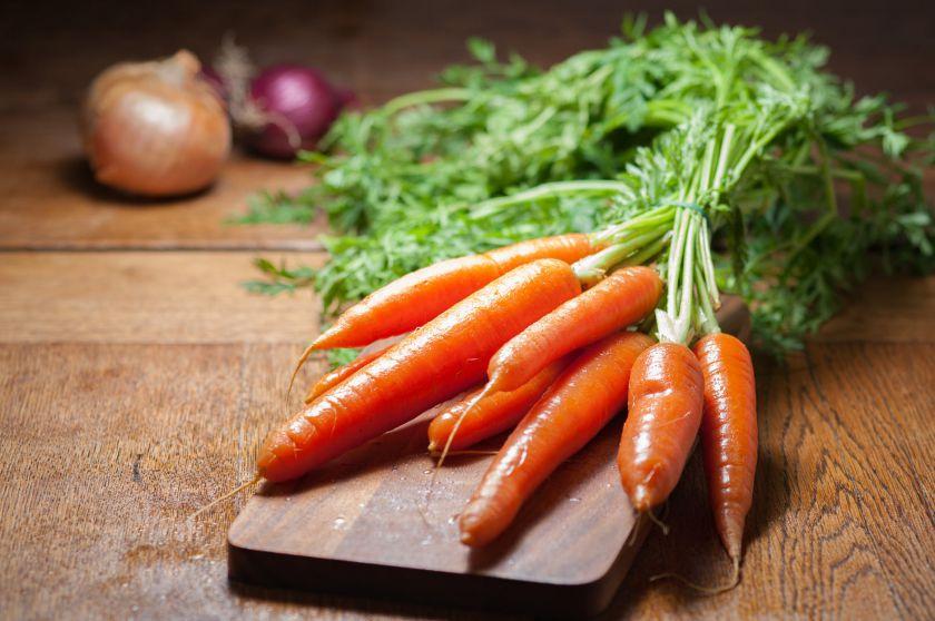 Pasiruošimas šiltam sezonui: kodėl į racioną verta įtraukti morkas? (+receptai)