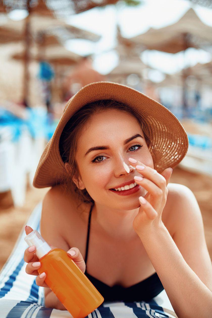 Sveikos odos instituto ekspertė neigia mitą apie aknės gydymą saulės spinduliais: taip tik gilinate problemą