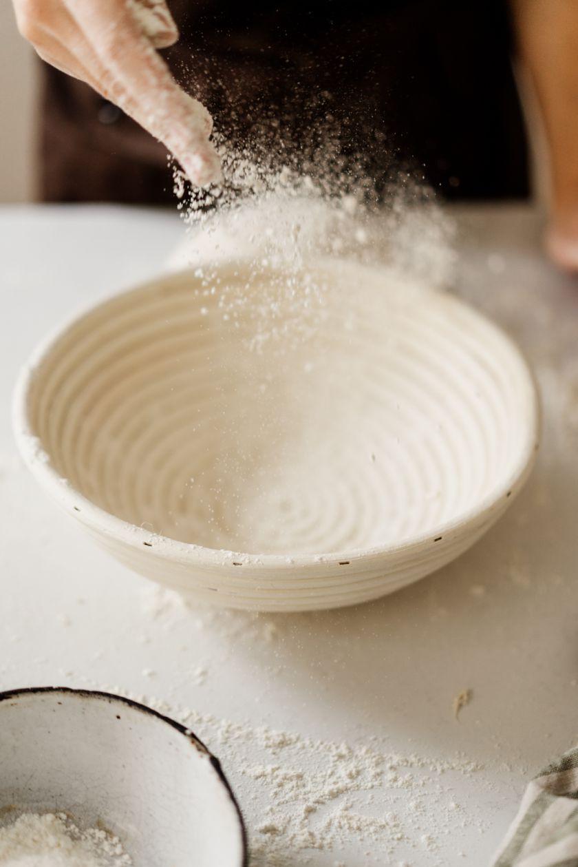 Duonos kepimas namuose sugrįžta: išsamus gidas, kaip išsikepti iš vos 3 ingredientų