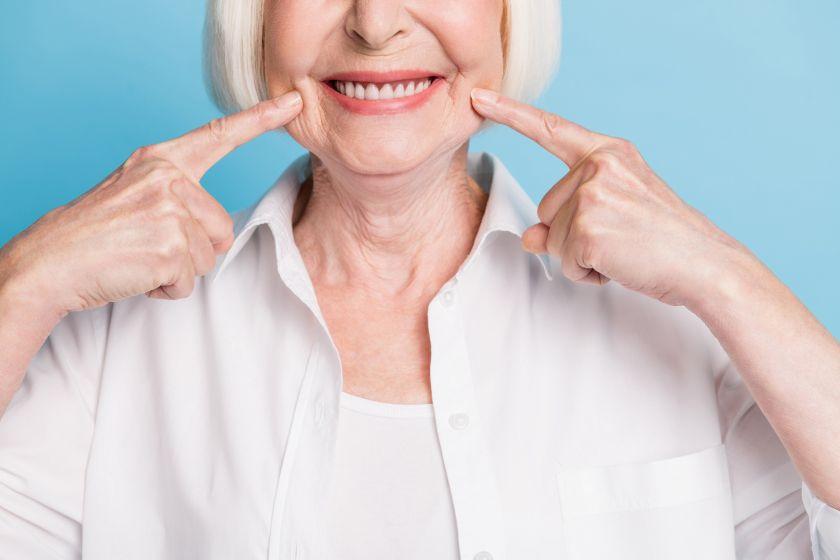 Gydytoja odontologė – apie dantų implantaciją: platesnė šypsena gali atnešti teigiamų pokyčių gyvenime, svarbu įsidėmėti kelis dalykus