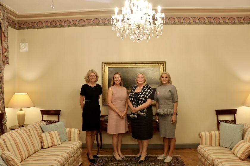 """Vilniaus maratone iniciatyvos """"Sužydėjusi viltis"""" komanda sulaukė žinomų moterų dėmesio: prie organizacijos prisijungė dar dvi garbingos narės"""